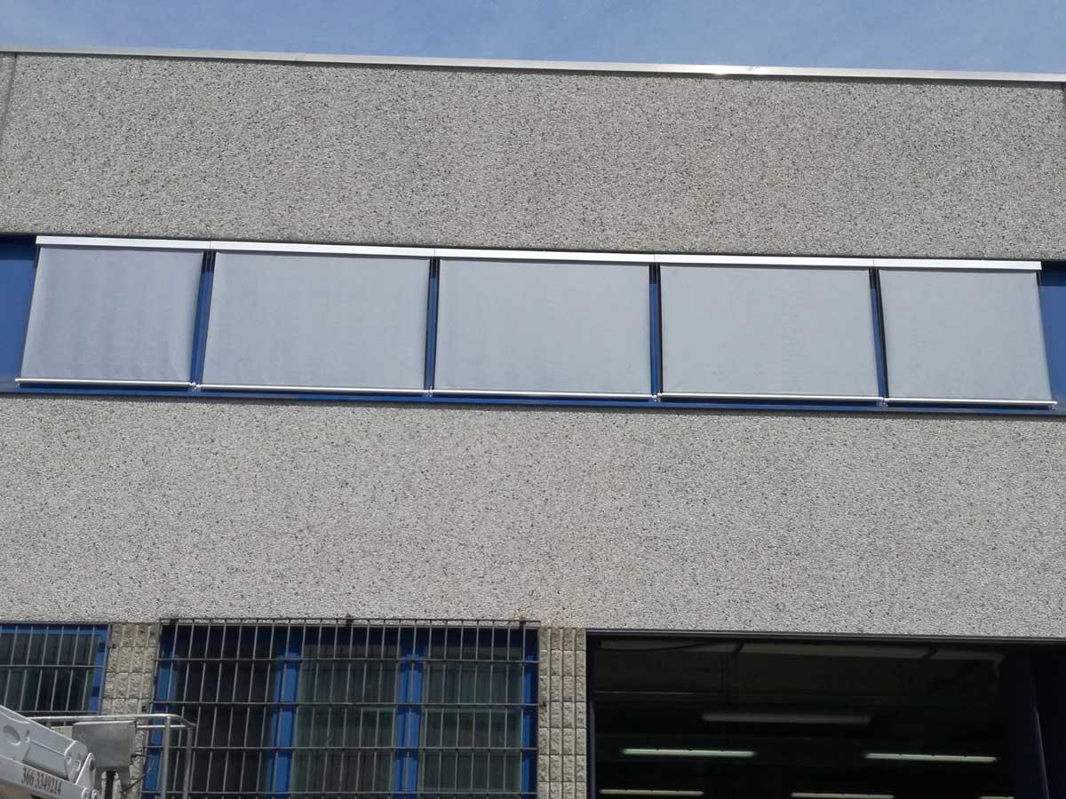 tende con cassonetto e cavi per un'azienda di Buccinasco (Milano)