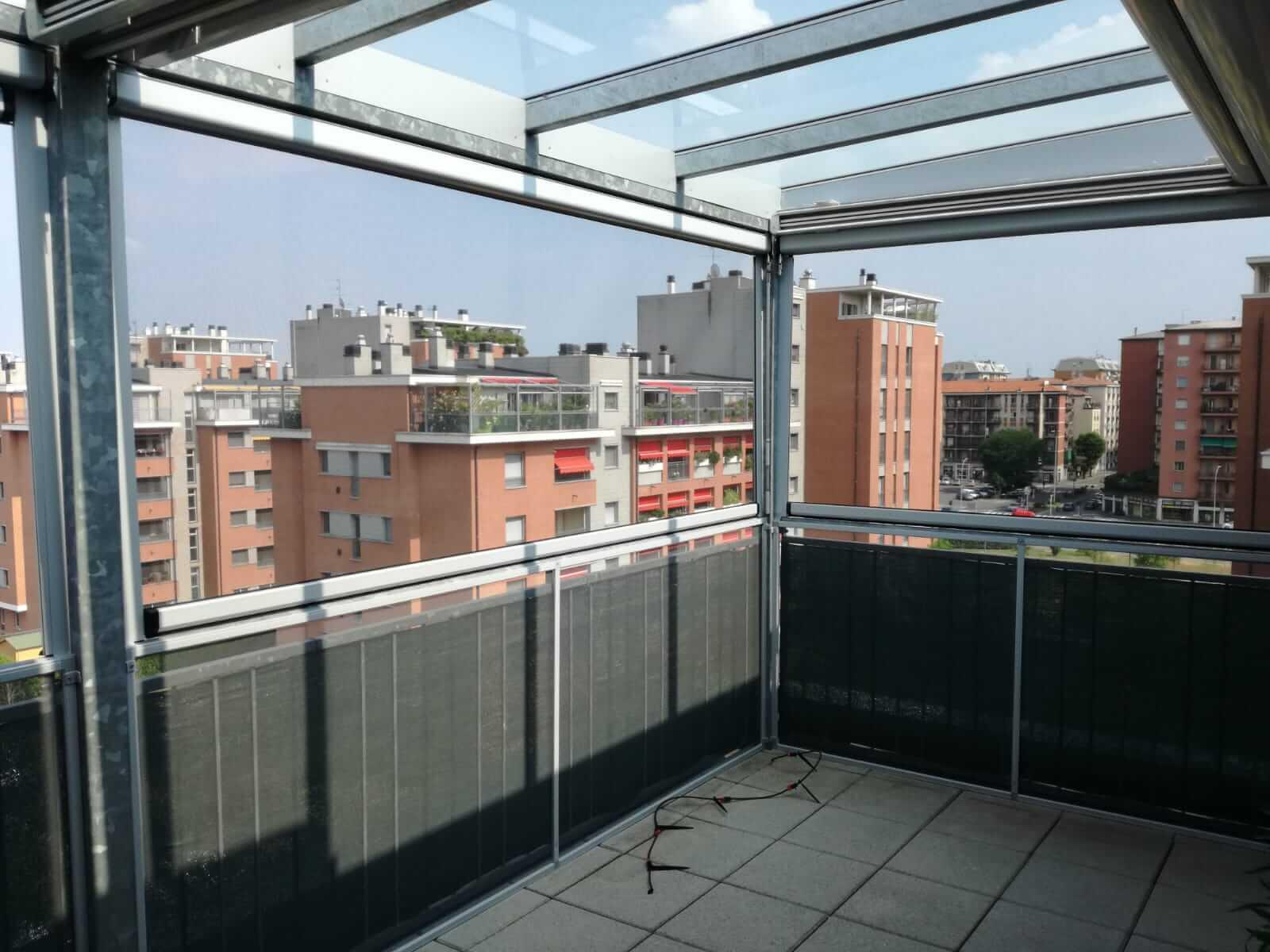 Copertura di terrazzo con zanzariere - Milano - 2