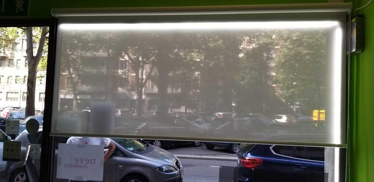 Tende da sole per vetrina a Milano - 3