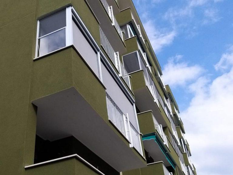 Copertura terrazzo con pvc- tende e zanzariere a Pieve Emanuele (Milano) - 2