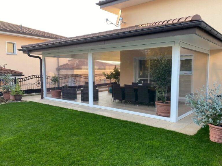 Chiusura di veranda con tende in pvc - 2